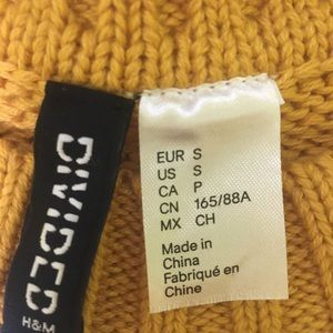 H&M Sweaters - NWT H&M Mustard colored sweater